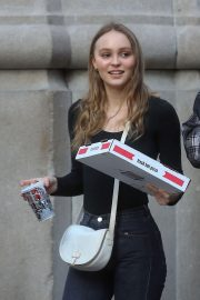 Lily-Rose Depp Out for Pizza in New York 2018/05/30 2