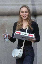 Lily-Rose Depp Out for Pizza in New York 2018/05/30 11