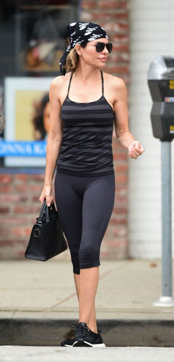 Lisa Rinna Leaves Yoga Class in Los Angeles 2018/06/06 12