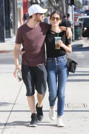 Lizzy Caplan and Tom Riley Out Shopping in Beverly Hills 2018/06/20 3