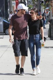 Lizzy Caplan and Tom Riley Out Shopping in Beverly Hills 2018/06/20 4
