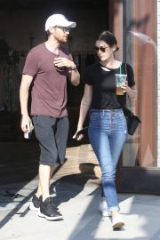 Lizzy Caplan and Tom Riley Out Shopping in Beverly Hills 2018/06/20 7