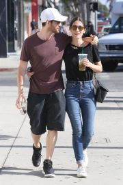 Lizzy Caplan and Tom Riley Out Shopping in Beverly Hills 2018/06/20 9