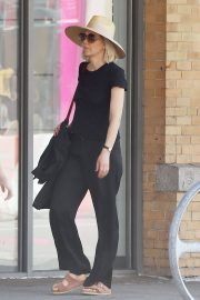 Maggie Gyllenhaal Out and About in New York 2018/05/29 9