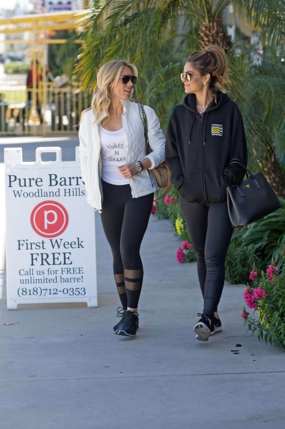 Maria Menounos at Pure Barre Studio in Woodland Hills 201806/04 1