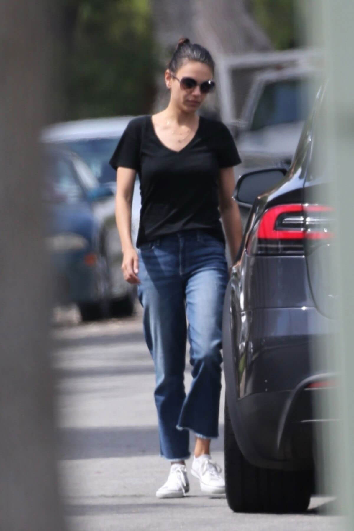 Mila Kunis Out and About in Los Angeles 2018/06/04 9