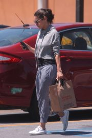 Mila Kunis Out Shopping in Los Angeles 2018/06/11 1