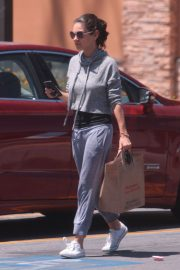 Mila Kunis Out Shopping in Los Angeles 2018/06/11 4