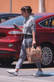 Mila Kunis Out Shopping in Los Angeles 2018/06/11 6