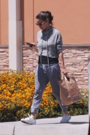 Mila Kunis Out Shopping in Los Angeles 2018/06/11 7