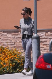 Mila Kunis Out Shopping in Los Angeles 2018/06/11 10