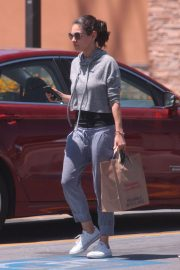 Mila Kunis Out Shopping in Los Angeles 2018/06/11 12