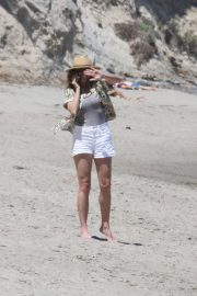 Minnie Driver Out on the Beach in Los Angeles 2018/05/30 2