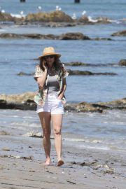 Minnie Driver Out on the Beach in Los Angeles 2018/05/30 10
