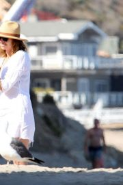 Minnie Driver Out on the Beach in Los Angeles 2018/06/11 2