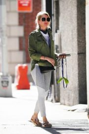 Naomi Watts Out with Her Dog in New York 2018/06/11 4