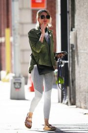 Naomi Watts Out with Her Dog in New York 2018/06/11 6