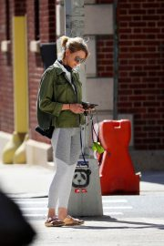 Naomi Watts Out with Her Dog in New York 2018/06/11 8