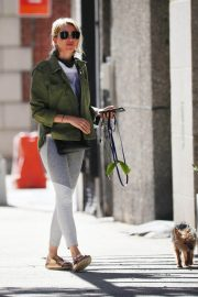 Naomi Watts Out with Her Dog in New York 2018/06/11 9