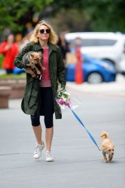 Naomi Watts Out with Her Dogs in New York 2018/05/30 3
