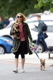 Naomi Watts Out with Her Dogs in New York 2018/05/30 4
