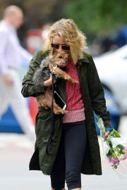 Naomi Watts Out with Her Dogs in New York 2018/05/30 5
