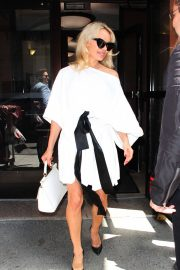 PAMELA ANDERSON Leaves Megyn Kelly Today Show in New York 2018/06/06 1