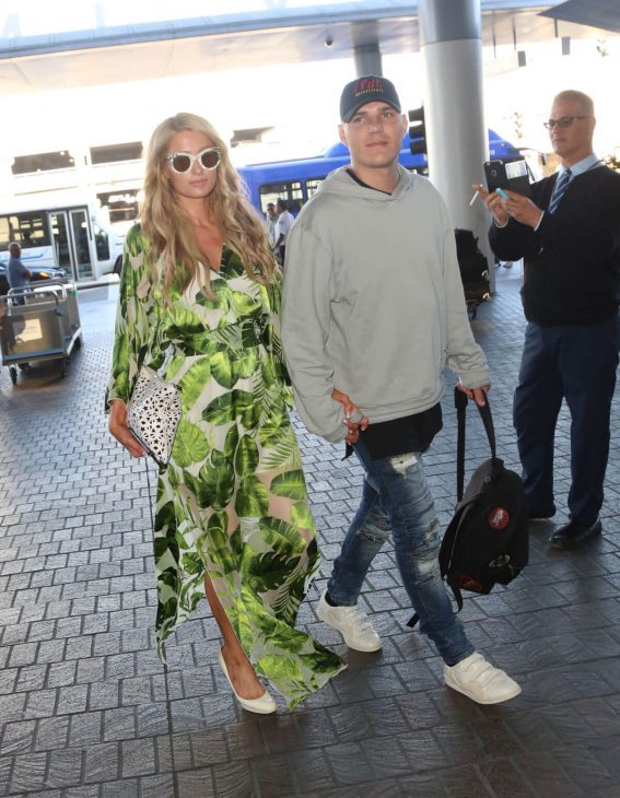 Paris Hilton and Chris Zylka at LAX Airport in Los Angeles 2018/06/09 4