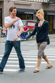 Pregnant Claire Danes and Hugh Dancy Out in New York 2018/05/29 1