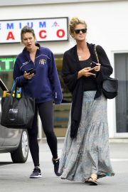 Rachel Hunter and Renee Hunter Out for Lunch in Los Angeles 2018/05/30 3