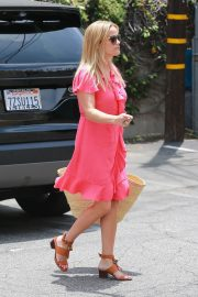 Reese Witherspoon Out in Brentwood 2018/06/21 1