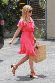 Reese Witherspoon Out in Brentwood 2018/06/21 3