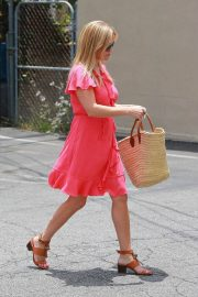 Reese Witherspoon Out in Brentwood 2018/06/21 4