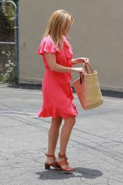 Reese Witherspoon Out in Brentwood 2018/06/21 5