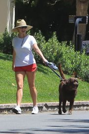 Reese Witherspoon Out with Her Dog in Beverly Hills 2018/06/09 1