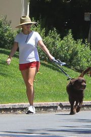 Reese Witherspoon Out with Her Dog in Beverly Hills 2018/06/09 2