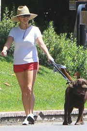 Reese Witherspoon Out with Her Dog in Beverly Hills 2018/06/09 11