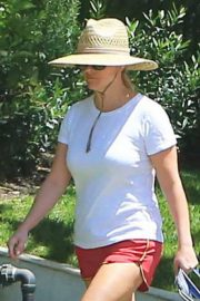 Reese Witherspoon Out with Her Dog in Beverly Hills 2018/06/09 12