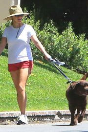 Reese Witherspoon Out with Her Dog in Beverly Hills 2018/06/09 13