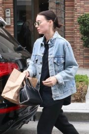 Rooney Mara Out for Lunch at Cafe Gratitude in Beverly Hills 2018/05/30 6
