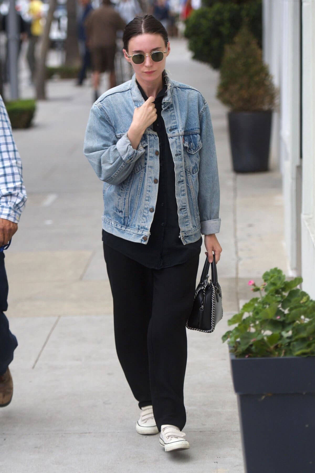 Rooney Mara Out for Lunch at Cafe Gratitude in Beverly Hills 2018/05/30 12
