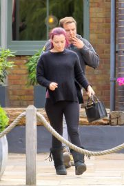 Shona McGarty Out for Lunch in London 2018/06/21 5
