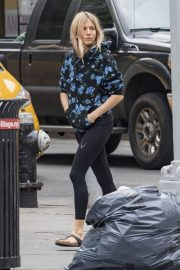 Sienna Miller Heading to Yoga Class in New York 2018/06/07 6