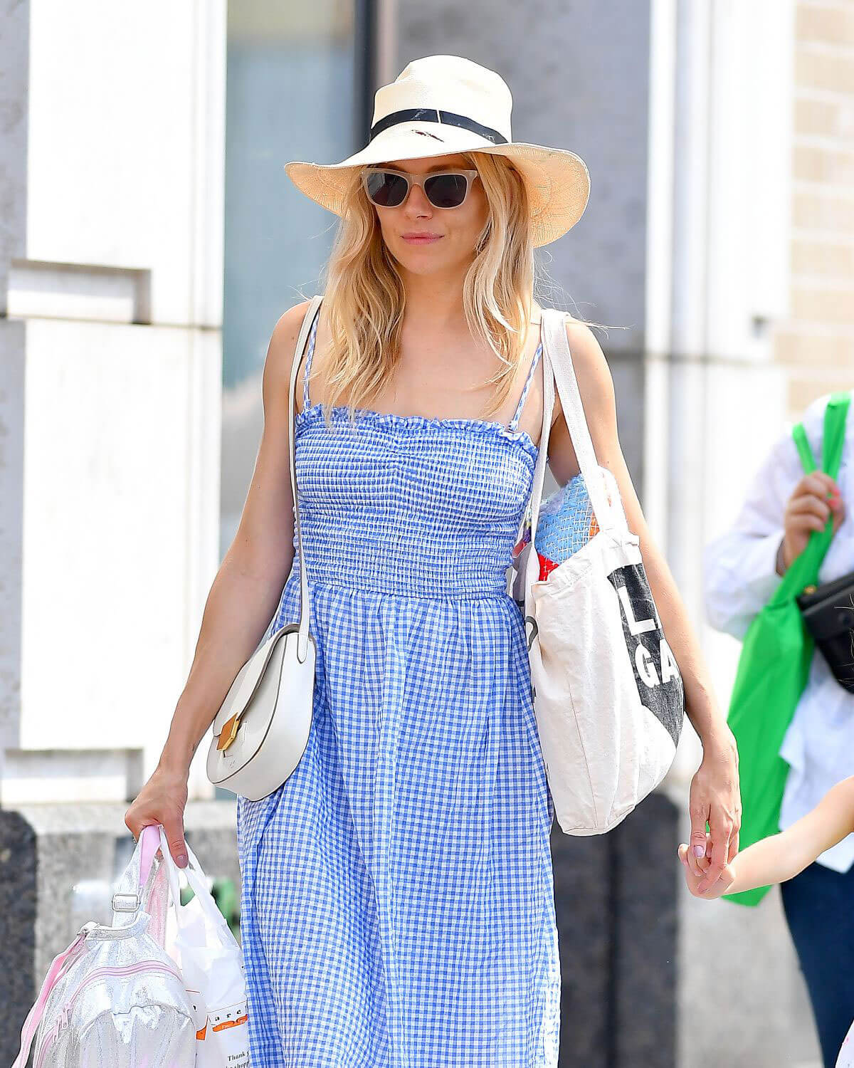 Sienna Miller Out and About in New York 2018/06/08 21