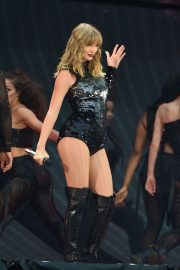 Taylor Swift at Her Reputation Tour at Etihad Stadium in Manchester 2018/06/08 7