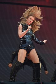 Taylor Swift at Her Reputation Tour at Etihad Stadium in Manchester 2018/06/08 8