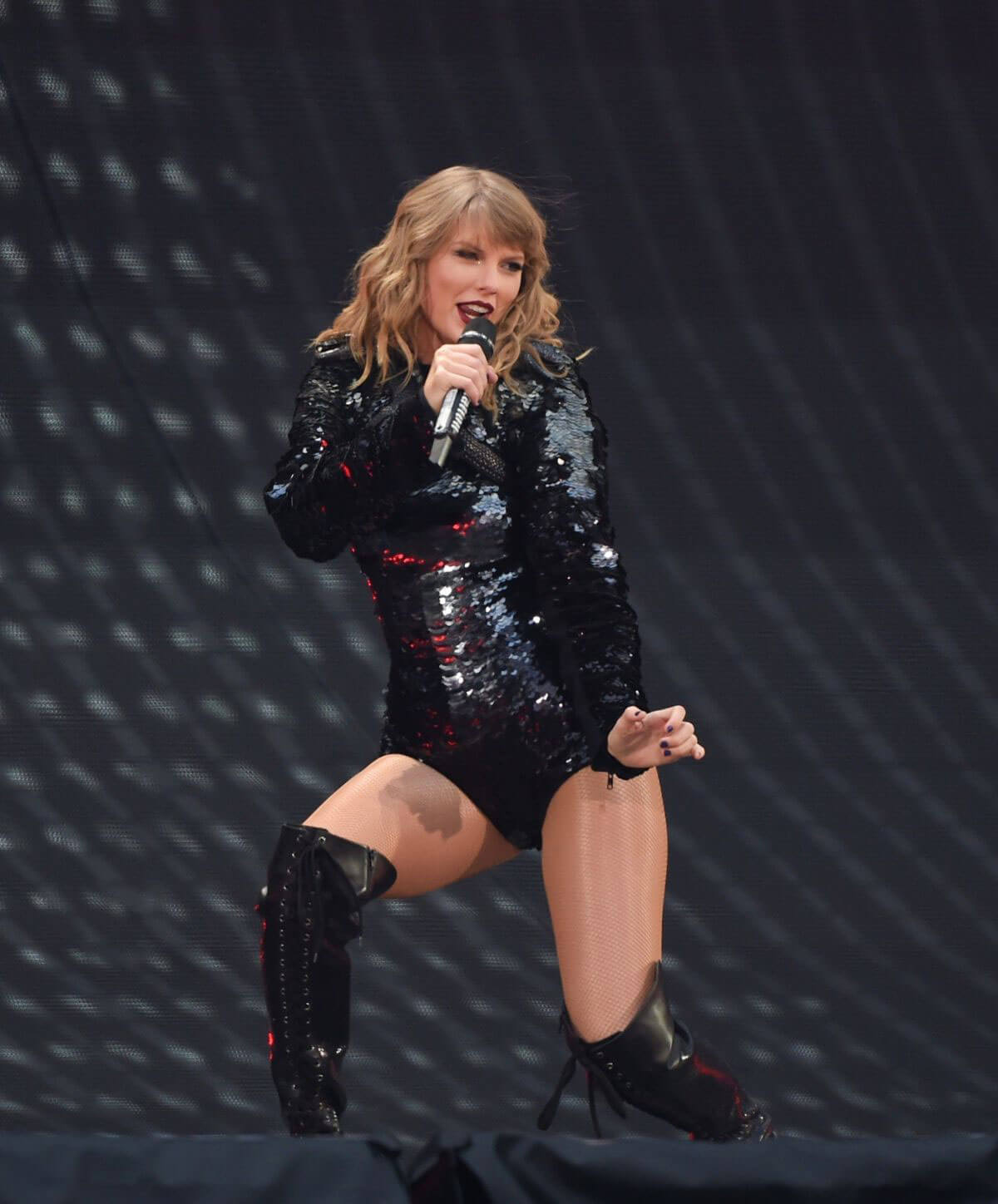 Taylor Swift at Her Reputation Tour at Etihad Stadium in Manchester 2018/06/08 14