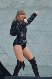 Taylor Swift at Her Reputation Tour at Etihad Stadium in Manchester 2018/06/08 16