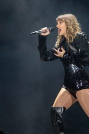 Taylor Swift Performs at Reputation Tour in Chicago 2018/06/01 2