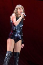 Taylor Swift Performs at Reputation Tour in Chicago 2018/06/01 4